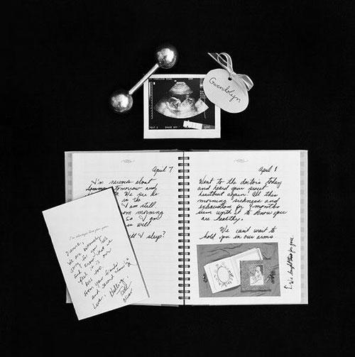 """""""遗失""""的照片 母亲经历11次流产后记录了那些短暂的生命"""