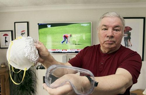 英国一男子患对电过敏的怪病 为看电视戴电焊面罩