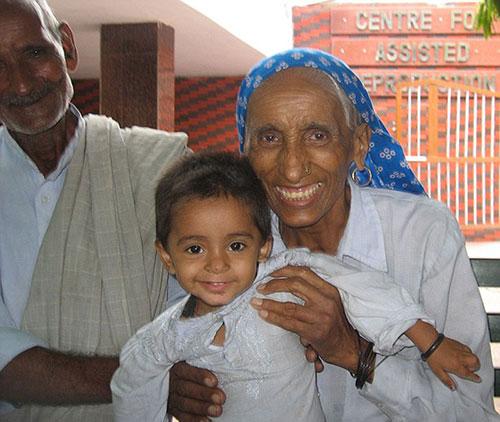 印度老太72岁首次产子 成全球年龄最大初产妇