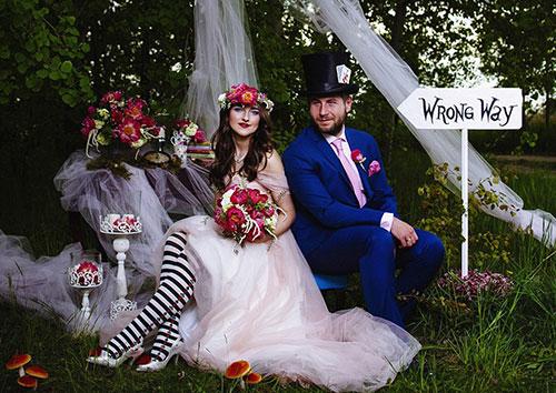 """波兰夫妇举行""""爱丽丝梦游仙境""""主题婚礼 会场变疯帽子茶会"""