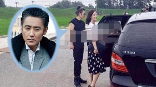 48岁吴秀波和51岁妻子近照曝光 妻子气质好年轻