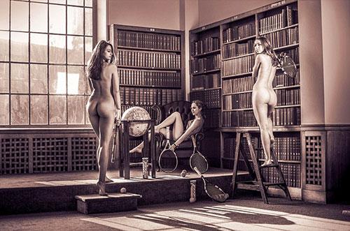 剑桥大学学生拍裸体日历 为慈善机构筹款